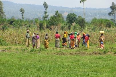 Rwandese vrouwen onderweg